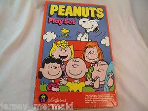 Vintage Peanuts Playset Colorforms Snoopy Charlie Brown 1971