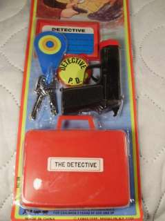 23 VINTAGE TOY SPY DETECTIVE PISTOL PLAY SETS IN BOX