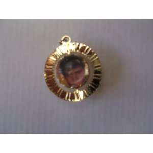 Elvis King of Rock Necklace Jewelry Memorabilia ; 1 1/4