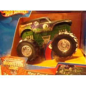 Hot Wheels Monster Jam Grave Digger REV TREDS Motorized 1/55 : Toys