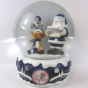 New York Yankees MLB Holiday Snow Globe