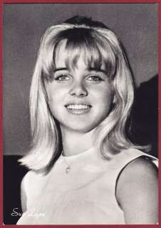 SUE LYON 01 ATTRICE ACTRESS CINEMA MOVIE STAR PEOPLE Cartolina